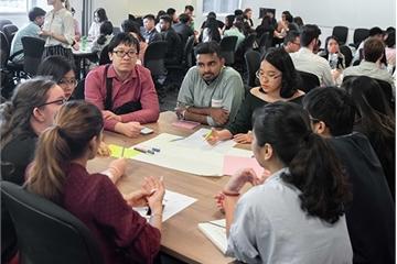 Sinh viên RMIT học cách để tiến bộ công nghệ chuyển tải được giá trị xã hội, kinh tế