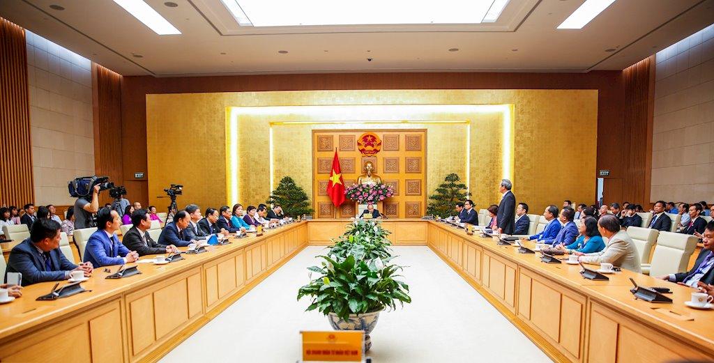 Chủ tịch CMC: Việt Nam có cơ hội trở thành điểm kết nối, lưu trữ dữ liệu của khu vực ASEAN   Chủ tịch CMC thay mặt doanh nhân cam kết với Thủ tướng đưa Việt Nam thành nước phát triển