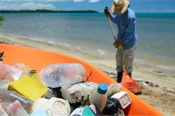 Cách giải quyết ô nhiễm rác thải nhựa rất hiệu quả của Philippines: Trả tiền điện tử để người dân thu gom rác!
