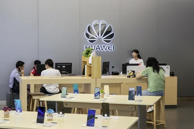 Huawei hoan tien neu dien thoai khong dung duoc Google, Facebook hinh anh 1
