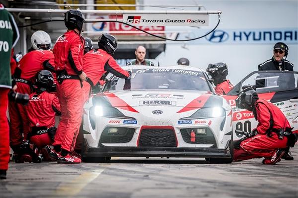 Chủ tịch Toyota dùng tên giả để tham gia đua xe