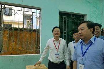 Bộ trưởng GD&ĐT nhắc giám thị lưu ý thiết bị công nghệ gian lận thi cử