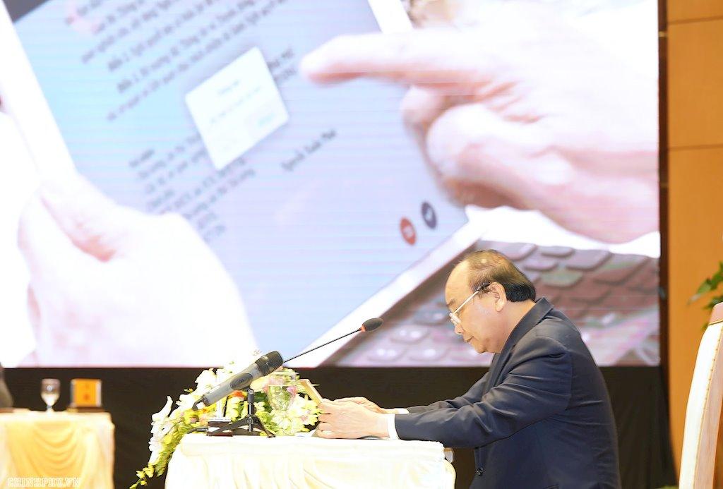 Chính phủ thông qua đề nghị xây dựng Nghị định về định danh và xác thực điện tử | Biểu quyết thông qua dự thảo Nghị quyết về đề nghị xây dựng Nghị định