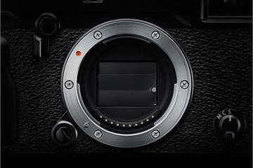 """Tại sao máy ảnh khi chụp luôn tạo ra tiếng """"click"""", nhưng smartphone thì có thể im lặng?"""