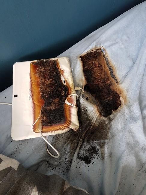 Máy tính bảng sạc qua đêm cháy xém cả giường, cậu bé 11 tuổi vẫn ngủ đến sáng bình an vô sự