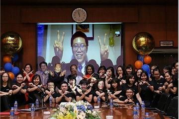 Sinh viên Việt sống tại Mỹ lấy bằng đại học trực tuyến chỉ trong 20 tháng