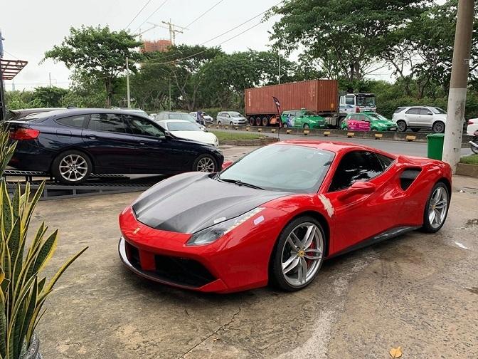 Tuấn Hưng ví ngựa đỏ Ferrari là biểu tượng 'sống' và đam mê