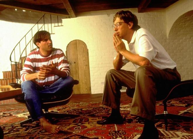 Bill Gates: 'Steve Jobs luon co bua chu de cuu Apple' hinh anh 1