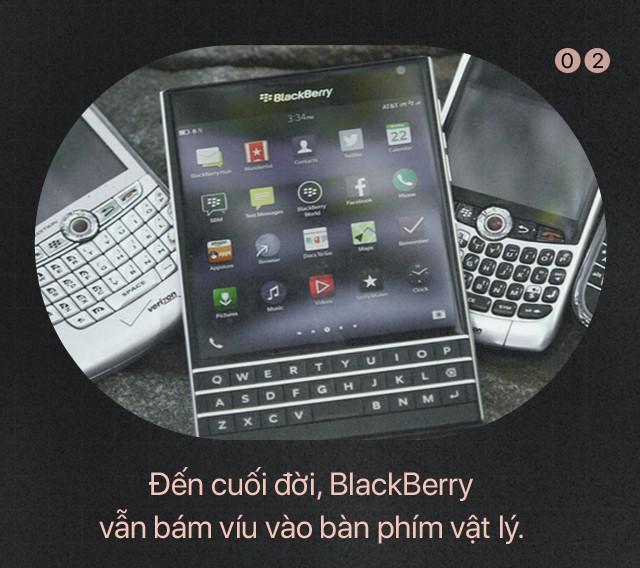 Bài học để đời: Giữa Apple và BlackBerry, kẻ thua cuộc là kẻ không dám... tự bắn vào chân mình - Ảnh 3.