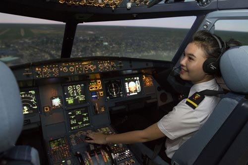 Tỷ phú Phạm Nhật Vượng nhảy vào lĩnh vực đào tạo phi công và lập Trung tâm huấn luyện bay Vinpearl Air