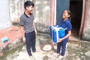 Bà Tân Vlog bất ngờ nhận được món quà siêu to khổng lồ từ con trai và cái kết!