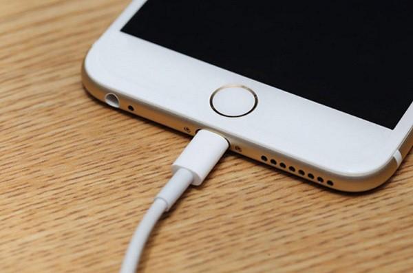 Dây sạc iPhone gốc quá tệ, thở nhẹ cũng ra 5 nhược điểm chán chường nhưng ít ai để ý - Ảnh 1.