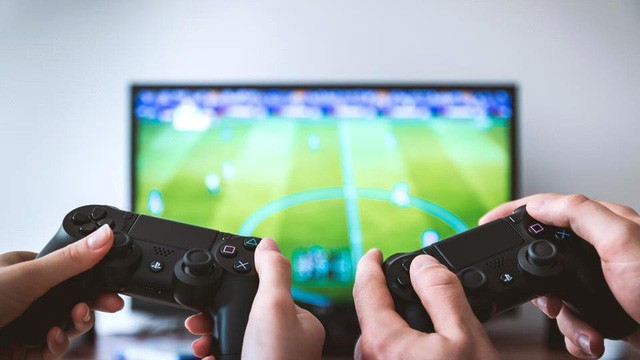 Nghiên cứu cho thấy, chơi game có thể giúp tăng khả năng sáng tạo hơn việc đọc sách - Ảnh 1.