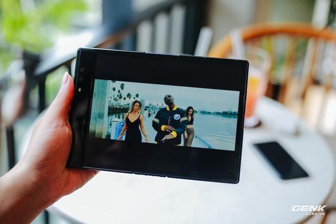 Trên tay Royole FlexPai: Smartphone màn hình gập đầu tiên trên thế giới - Ảnh 14.