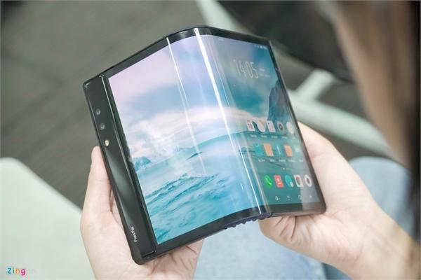 Lần đầu thử smartphone gập tại VN, tôi ước nhà sản xuất đừng tạo ra nó