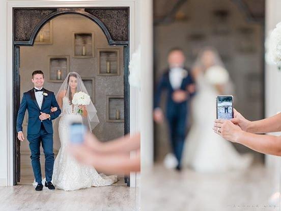 Nhiếp ảnh gia gây tranh cãi khi chỉ trích khách mời đám cưới chụp ảnh bằng smartphone quá nhiều, thậm chí tạo ra những bức ảnh vô duyên