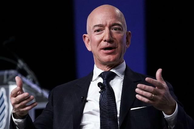 Tỷ phú Jeff Bezos: Muốn cuộc sống hạnh phúc và không còn gì hối tiếc ở tuổi 80, hãy tự hỏi mình 12 câu hỏi này ngay bây giờ - Ảnh 1.