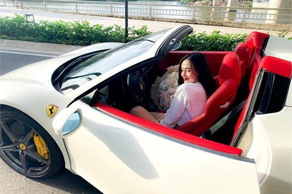 Ferrari 458 Spider thứ 2 cập bến VN, thuộc sở hữu hot girl Sài thành