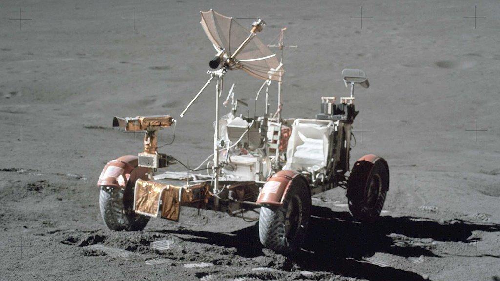 Lunar Roving Vehicle, chiec o to dau tien len mat trang