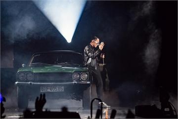 Sơn Tùng M-TP xuất hiện cùng chiếc xe nào tại liveshow Sky Tour?