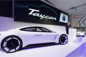 Porsche Taycan đã vượt hơn 30.000 đơn đặt hàng trước khi chính thức trình làng vào cuối năm nay
