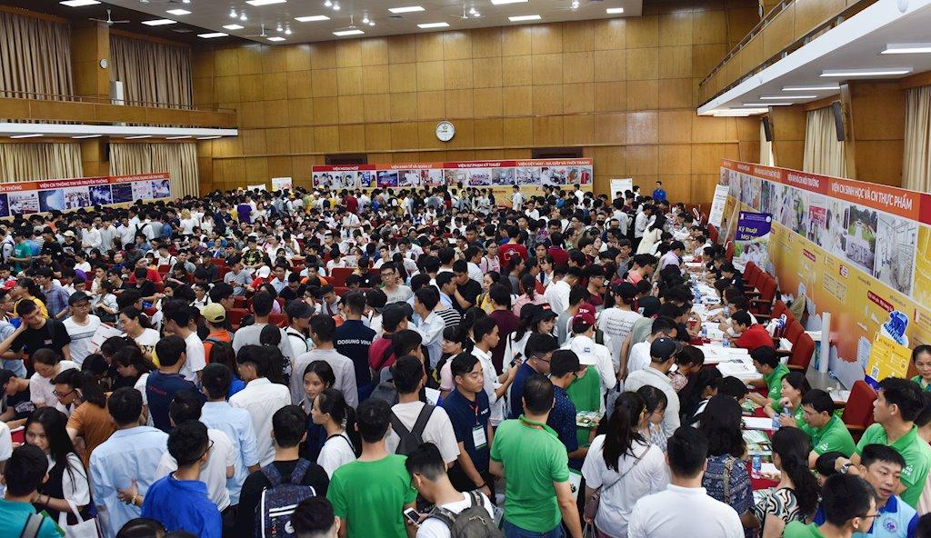 Lương bình quân của kỹ sư CNTT Việt – Nhật là 3.000 USD/tháng | 12 sinh viên Đại học Bách khoa Hà Nội mới ra trường nhận lương 138 triệu đồng/tháng | Cả nhà tuyển dụng nước ngoài cũng đang cạnh tranh để có nguồn cung kỹ sư CNTT chất lượng cao