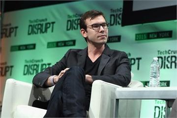 Khủng hoảng nhân sự chưa dứt, đồng sáng lập Oculus rời Facebook
