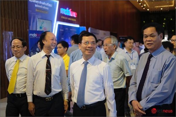 """Bộ trưởng Nguyễn Mạnh Hùng: """"Miền Trung hãy phát triển ICT dựa vào ý chí kiên cường và sự ham học của người dân"""""""