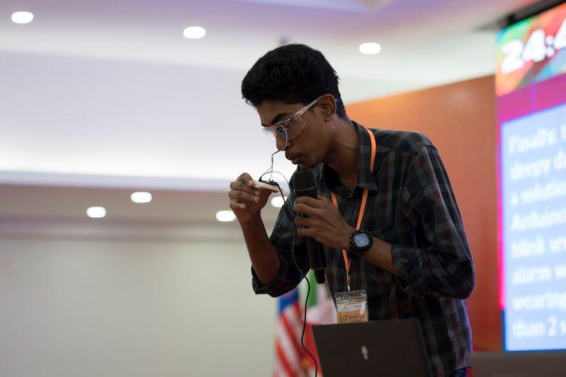 """Sinh viên và diễn giả 5 quốc gia quy tụ tại ngày hội IoT của FPT Edu   Chung kết IoT Showcase gây bất ngờ bởi tính ứng dụng của 13 sản phẩm IoT """"Made by sinh viên""""   """"Việt Nam ứng dụng mạnh nhất IoT trong giao thông, dịch vụ công cộng và nông nghiệp"""""""