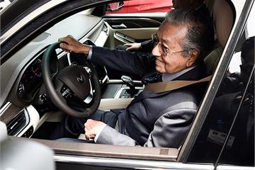 Thủ tướng Malaysia Mahathir Mohamad khen xe ô tô Vinfast thiết kế đẹp, chạy êm