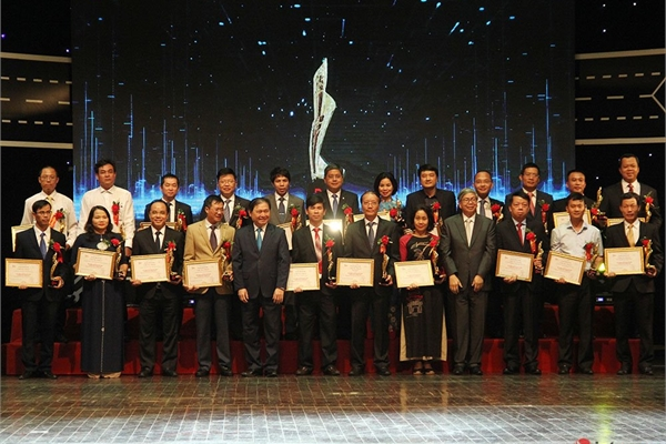 EVN, FWD, Sở TT&TT Quảng Nam đạt giải đơn vị chuyển đổi số xuất sắc tại Vietnam Digital Awards 2019