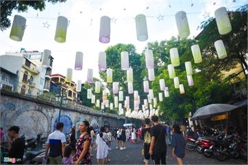 Phố đèn lồng 'soán ngôi' Hàng Mã thành nơi check-in mới dịp Trung thu
