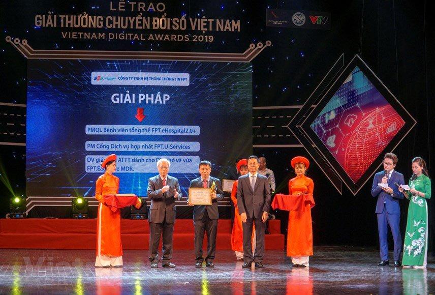 FPT IS lập hattrick với 3 sản phẩm đạt giải thưởng Chuyển đổi số Việt Nam 2019 | FPT IS có nhiều sản phẩm nhất đạt Giải thưởng Chuyển số Việt Nam 2019 | Phần mềm FPT.eHospital 2.0+ đã được hơn 300 bệnh viện, cơ sở khám chữa bệnh ứng dụng