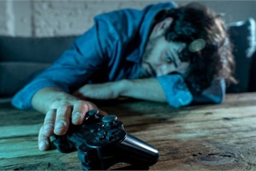 Khoa học vừa chứng minh: Nam giới 'sống nội tâm, hay khóc thầm' thường hay nghiện game