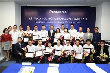Panasonic trao học bổng cho sinh viên 11 trường Đại học tại Việt Nam