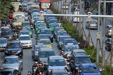 """Taxi phù hiệu ngoại tỉnh cài ứng dụng gọi xe hoạt động """"chui"""" tại Hà Nội"""
