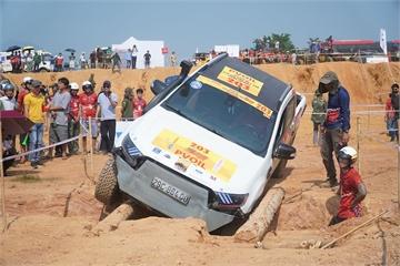 """""""Thót tim"""" xem xe đua vượt địa hình, cầu gỗ ở giải đua xe địa hình lớn nhất Việt Nam"""