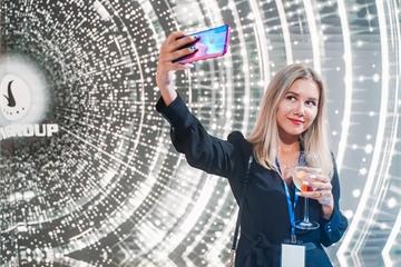 Tỷ phú Phạm Nhật Vượng bắt đầu bán điện thoại sang thị trường Nga