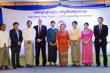 Lần đầu tiên, người dân Myanmar đã có thể chuyển tiền liên ngân hàng nhờ FPT IS