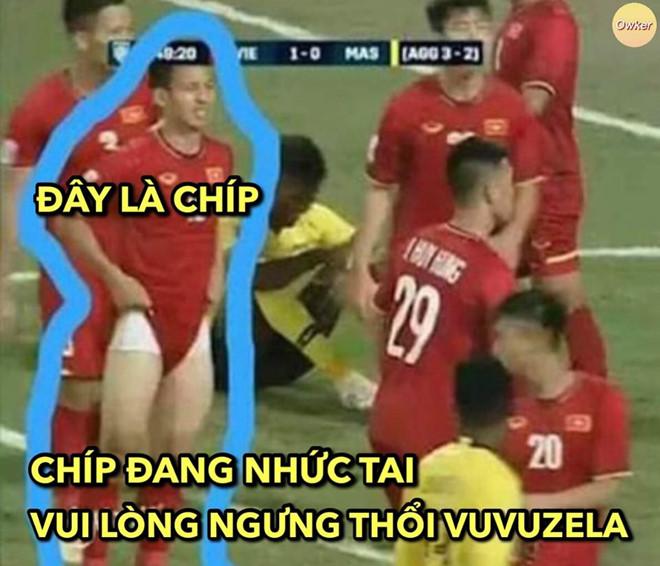 Anh che 'Van Lam muon ranh de uong ta tua' truoc tran gap Malaysia hinh anh 8