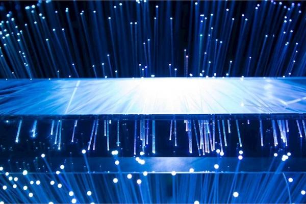 Ánh sáng xanh từ điện thoại, tivi làm con người già nhanh hơn