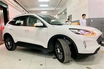 Ford Escape 2020 lộ diện tại đại lý trước ngày ra mắt chính thức