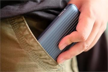 Trên tay pin sạc dự phòng iWALK, lõi polymer, sạc nhanh, giá 900 ngàn đồng