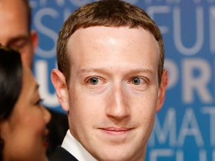 """Vì sao Mark Zuckerberg lại giữ mãi kiểu tóc trông """"ngố"""" như thế?"""