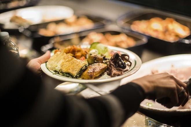 Xem cách Facebook phục vụ đồ ăn đỉnh như nhà hàng thế này, bảo sao nhân viên không chịu ra ngoài cũng dễ hiểu - Ảnh 6.