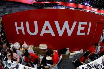 Nhà bán lẻ dè dặt tích trữ điện thoại Huawei vì lệnh cấm của Mỹ