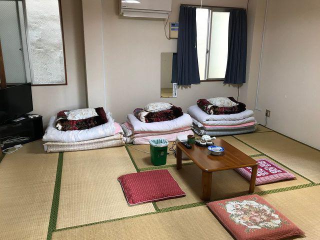 Khách sạn đòi livestream mọi sinh hoạt của khách hàng để đăng lên Youtube, đổi lại giá phòng chỉ 27.000 đồng/đêm - Ảnh 3.