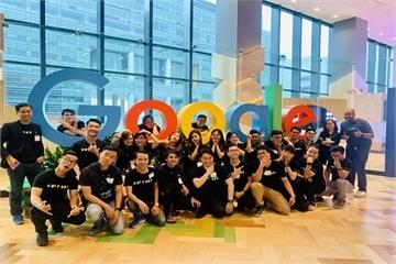 """Cộng đồng lập trình viên miền Trung trải nghiệm """"Tour công nghệ"""" ở Singapore"""
