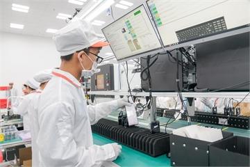 """""""Đột nhập"""" nhà máy, xem quy trình để thấy vì sao tỷ phú Phạm Nhật Vượng có thể  sản xuất được 23 triệu smartphone/năm"""