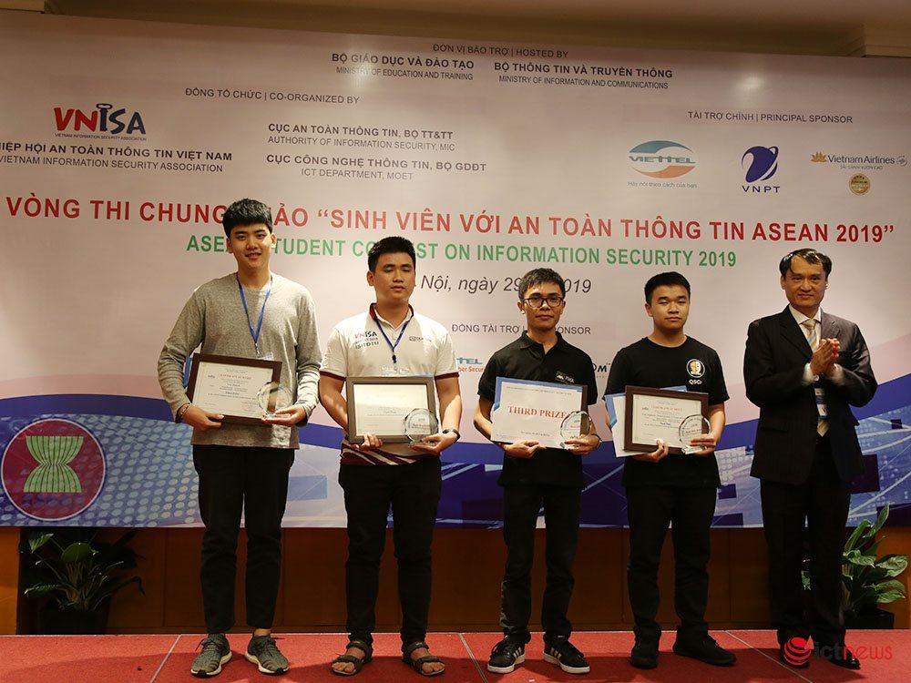 Sinh viên Đại học Công nghệ đoạt ngôi Vô địch cuộc thi